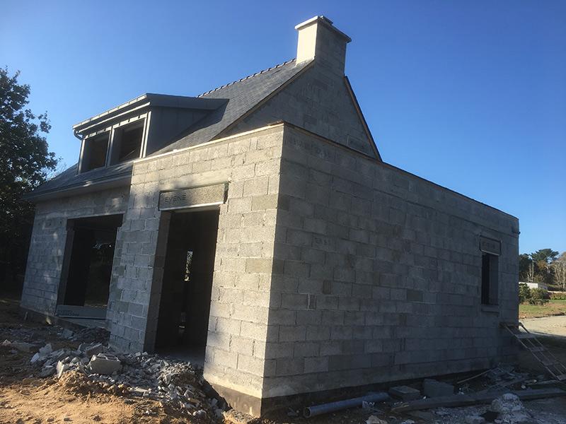 Lucarne en zinc sur maison neuve